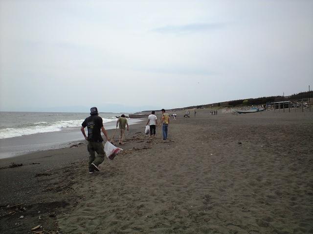 月一回の海岸清掃です!